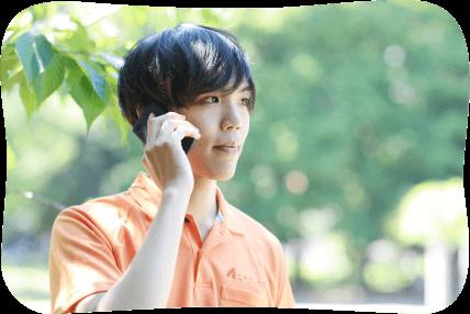 緊急コールを受け田中さん宅へ向かうヘルパー伊藤さん イメージ写真